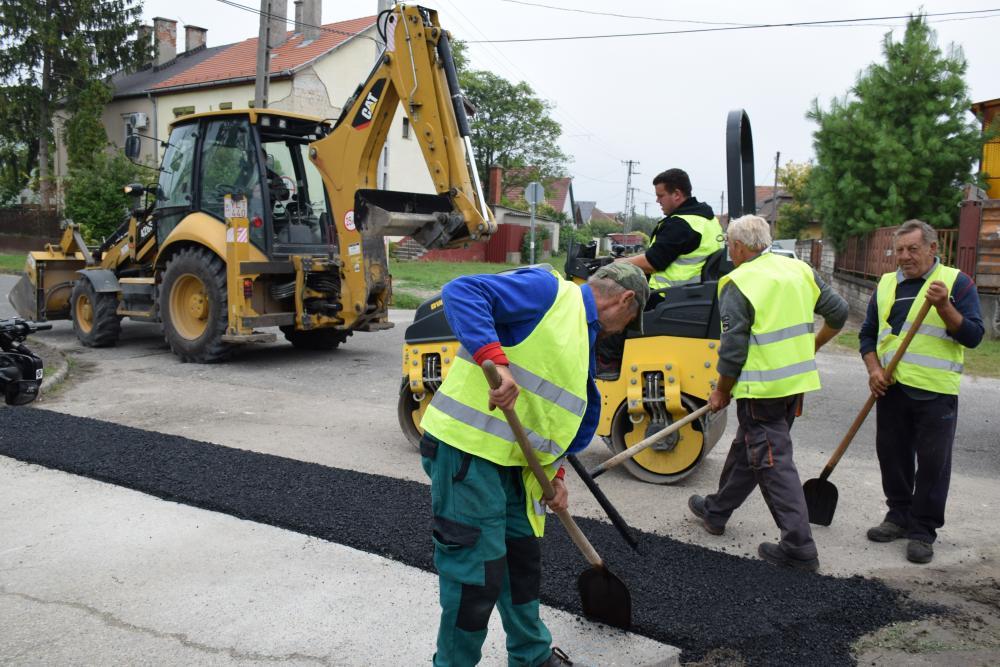 Kijavítják a városban az útburkolati hibákat